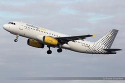 Airbus A320-232 Vueling EC-LQN