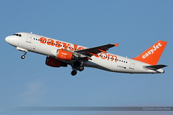 Airbus A320-214 EasyJet Airline G-EZTH