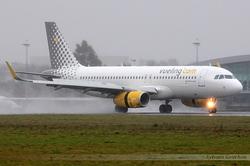 Airbus A320-232(WL) Vueling EC-LVS