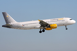 Airbus A320-216 Vueling Airlines EC-KMI