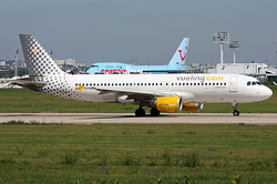 Airbus A320-211 Vueling Airlines EC-GRH