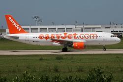 Airbus A320-214 easyJet G-EZTA