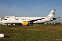 Airbus A320-214 Vueling Airlines EC-LML