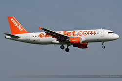 Airbus A320-214 easyJet G-EZTZ