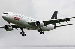 Airbus A330-223 TAM Linhas Aéreas PT-MVM