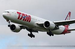 Boeing 777-32W(ER) TAM Linhas Aéreas PT-MUA