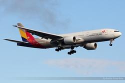 Boeing 777-28E/ER Asiana Airlines HL7742