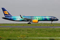 Boeing 757-256 Icelandair TF-FIU