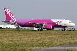 Airbus A320-214 Peach JA818P / F-WWDT