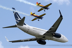 Boeing 737-78J Tarom - Romanian Air Transport YR-BGH & Romanian Aerobatic Team