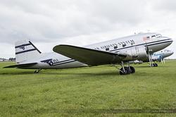 Douglas DC-3C N877MG