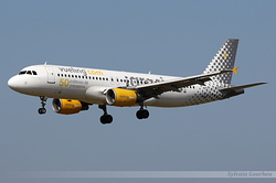 Airbus A320-214 Vueling Airlines EC-JZQ