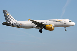 Airbus A320-214 Vueling Airlines EC-KBU