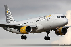 Airbus A320-214 Vueling Airlines EC-LOB