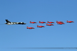 Red Arrows & Avro 698 Vulcan B2 G-VLCN / XH558